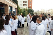 Catholic priest calls on Albania doctors and med students to stop collective exodus