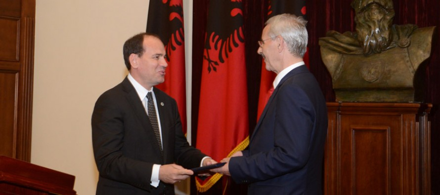 Kosovo academic honoured in Albanian citizenship ceremony