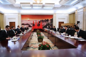 Albanian Prime Minister Edi Rama met with Chinese Premier Li Keqiang on Nov. 26 at the Great Hall of the People in Beijing. Rama attended the Fourth Summit of China and Central and Eastern European Countries. (Photo: GoA/Facebook)