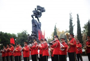 A military band plays patriotic tunes in Vlora during the official ceremonies commemorating Albania's declaration of independence in 1912. (Photo: GoA/Facebook)