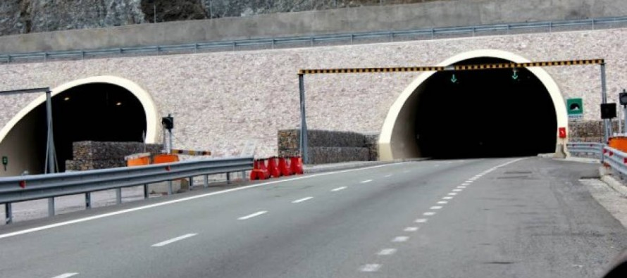 Gov't starts contract negotiations on first toll road