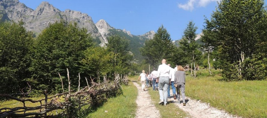 German tourists discover Albanian Alps