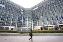 EU warns of fiscal risks ahead of next year's elections