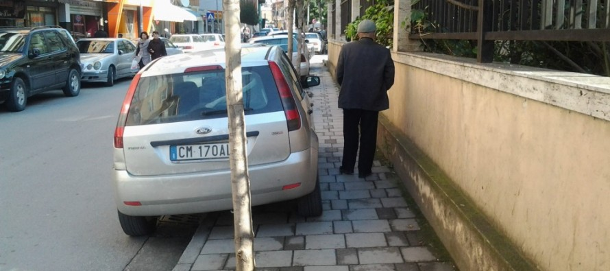 Walking through the chaotic Tirana – Thoughts of a citizen from abroad
