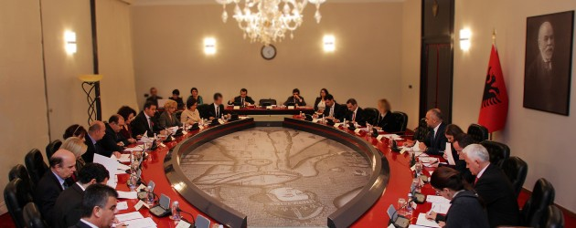 Smaller gov't planned as questions remain on ministers