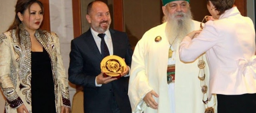 Albanian Bektashi leader handed 'Global Peace Icon' award