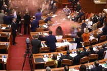 Clashes in parliament as ruling Socialists swear in new chief prosecutor, opposition protests