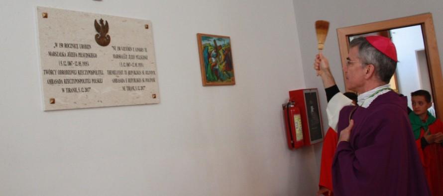 Late Polish statesman Piłsudski honored with plaque at Albanian Catholic church
