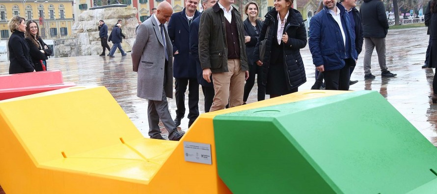TAP donation decorates Skanderbeg square with new Vienna benches