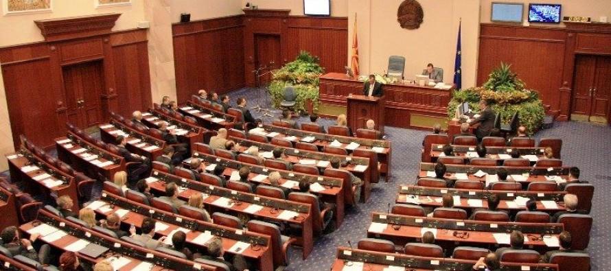 Macedonian parliament declares Albanian an official language