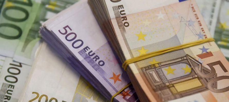 Euro drops after three-week rally