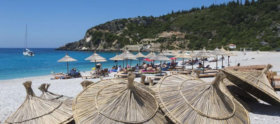 Visa free travel boosts Chinese tourists to Albania