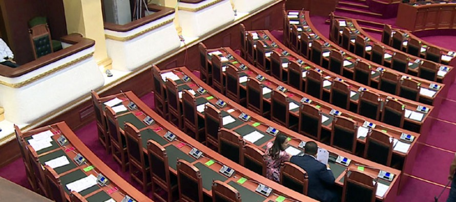 Parliamentary boycott continues, as opposition holds meeting in Vlora
