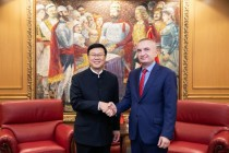 New Chinese ambassador takes office