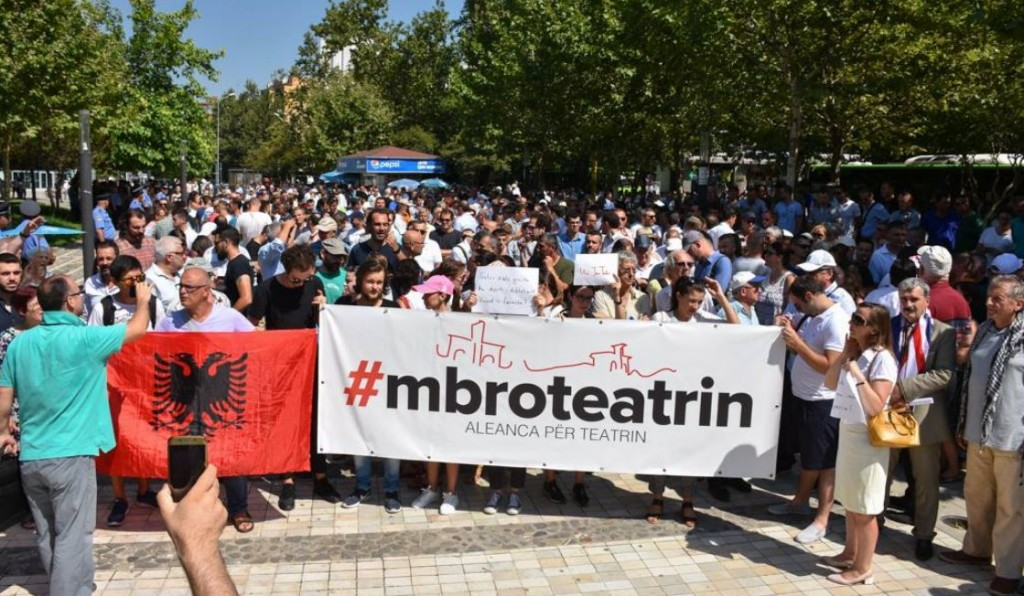 Teatri-Kombetar-protesta