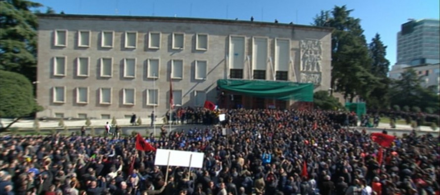 Opposition rally kicks off with tensions