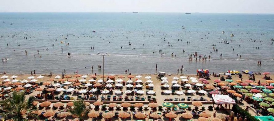 Legal, physical barriers deny tourists access to public beaches