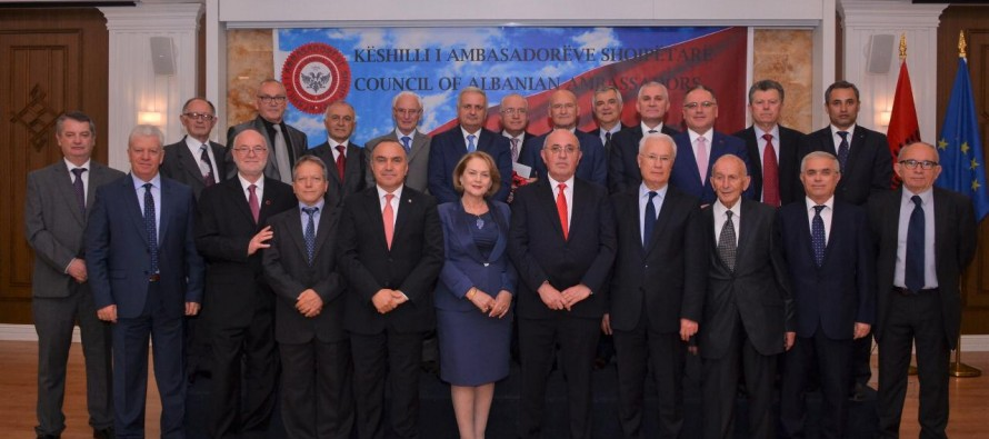 "Head of Council of Albanian Ambassadors: ""Both sides should think of country's best interests"""