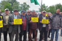 Miners demand higher wages and lower retirement age on Workers Day