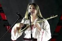 Albanian integrates çifteli at the Hamburg Philharmonic