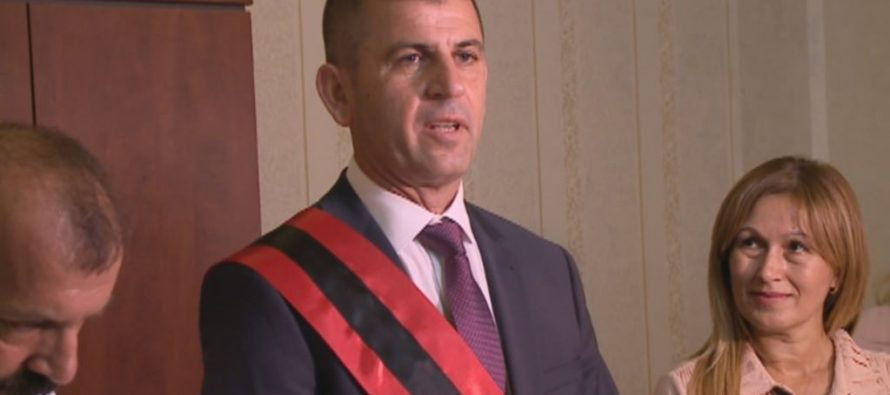Opposition publishes documents alleging Socialist Vora mayor's criminal past