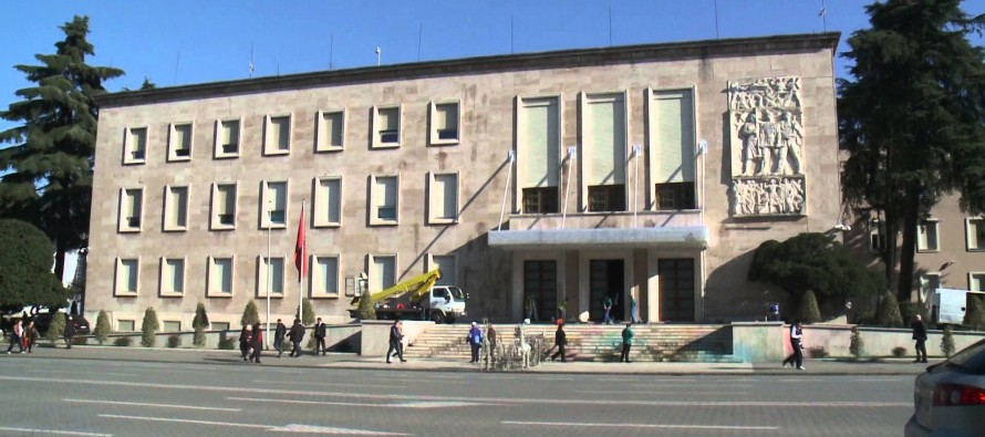 Gov't indebted to local branches by 116 million euros
