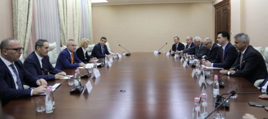 President and opposition parties call for early elections