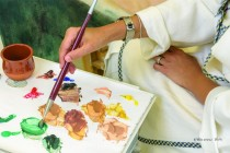 Kuwaiti artist Ebtisam Al-Houti returns with 'Golden Hands' exhibition for public