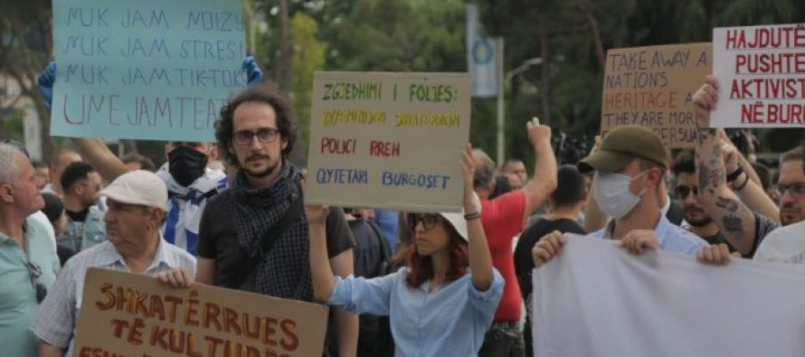 Citizens gather in second National Theatre protest